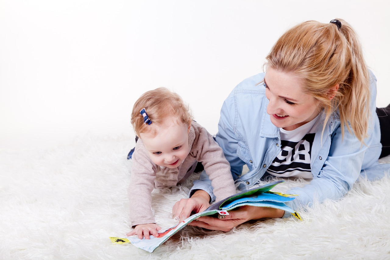 Read to Your Baby to Get Her Talking Sooner